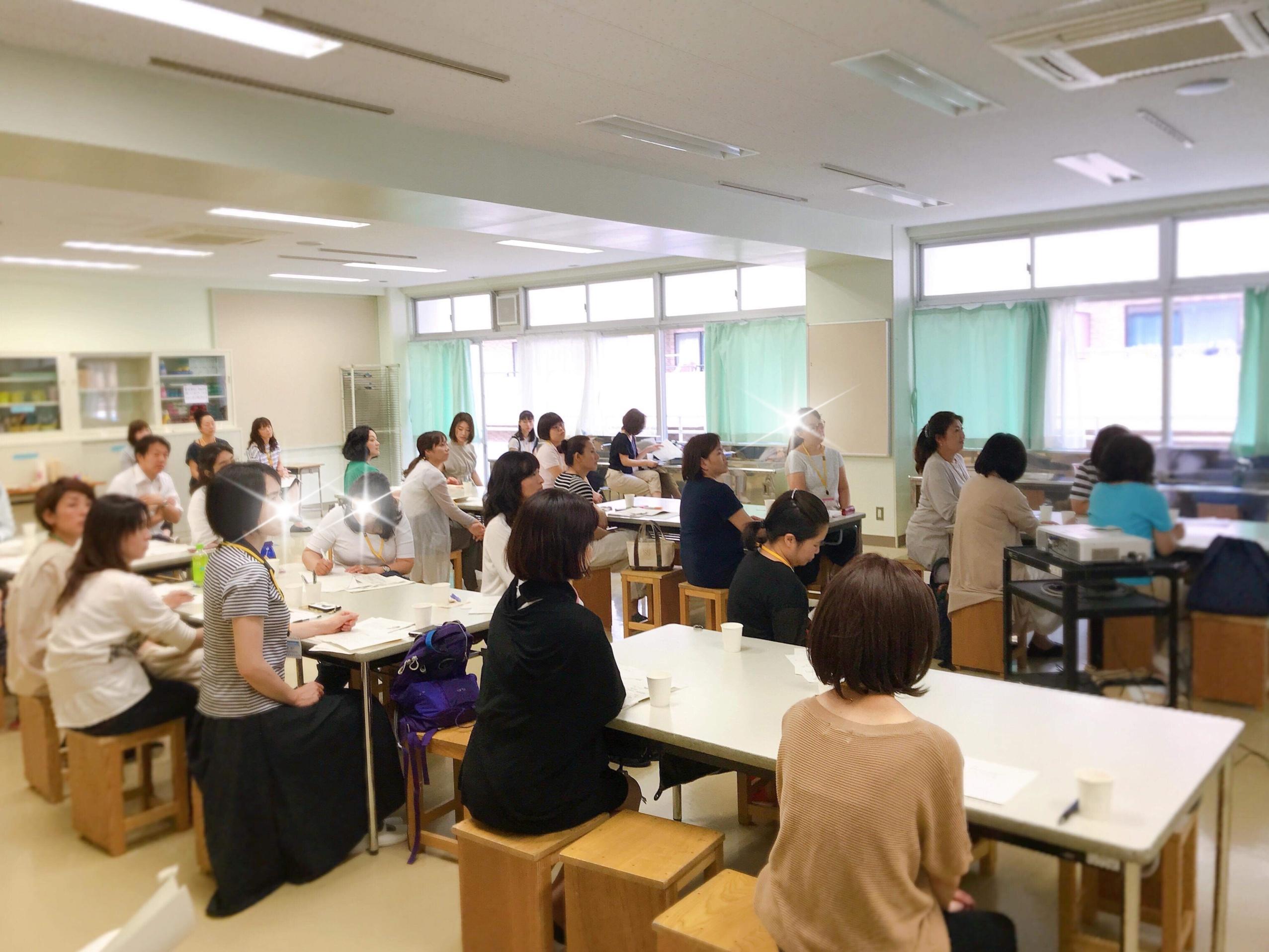 横浜市公立小学校でのPTA講座「お金が貯まってお家が片付くコツ」を受講される方の様子